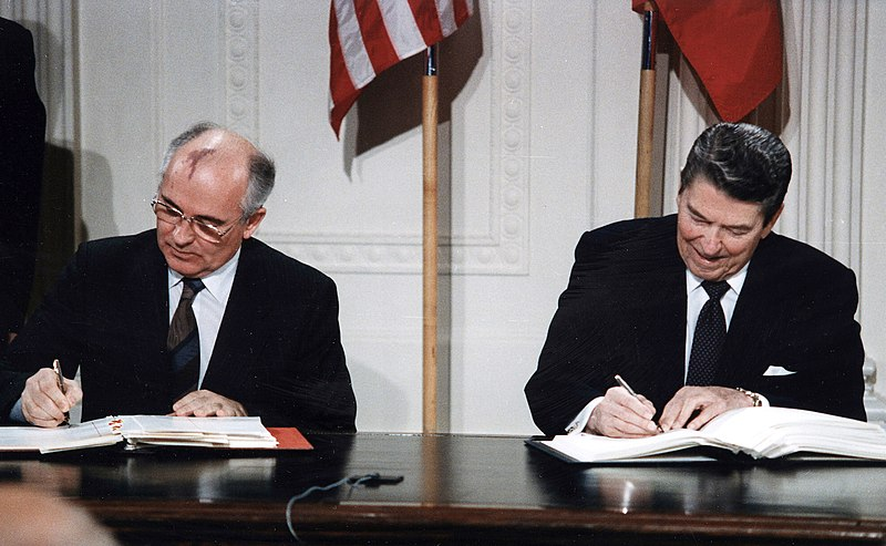 Former president of the US Ronald Reagan and General Secretary of the Communist Party of the Soviet Union, Mikhail Gorbachev singing the INF-Treaty on 7 December 1987