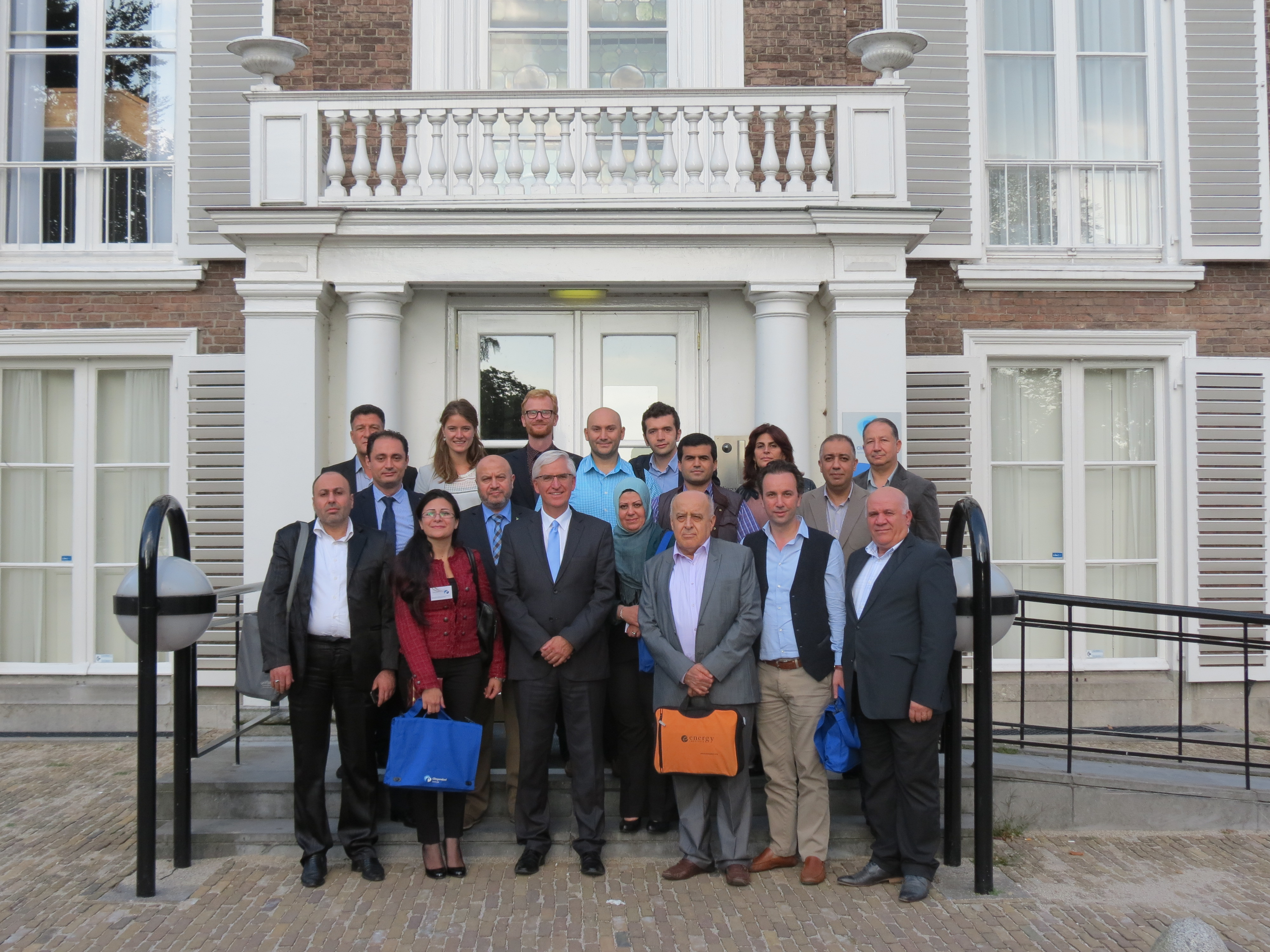 Participants together with Mr Ron Ton, Hans Wurzer and Mara van der Meer, in front of the Clingendael Institute